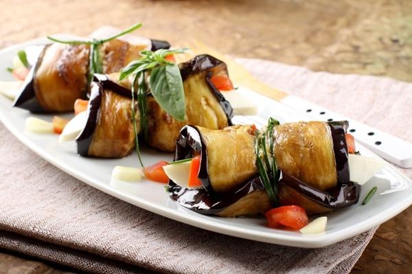 رول الباذنجان بصوص الزيتون - وصفات أكل عربيه