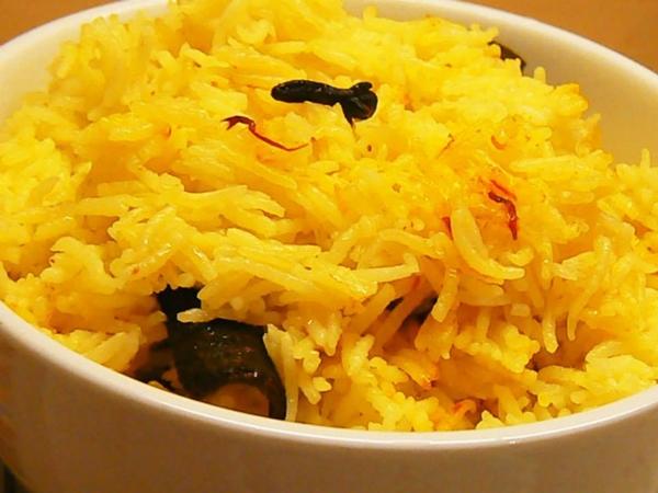 الأرز الملون بالزعفران