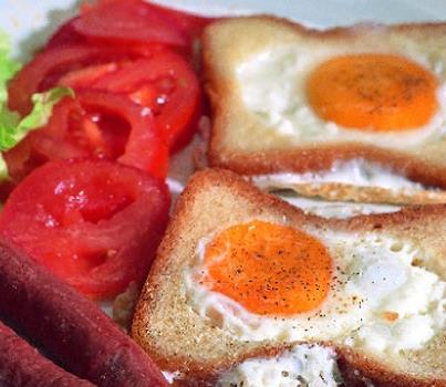 شرائح الخبز بالنقانق والبيض - وصفات أكل عربيه