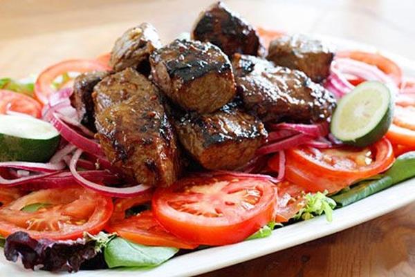 """أشهى أطباق العيد""""أسياخ كبد الطرب المشوية على الفحم"""""""