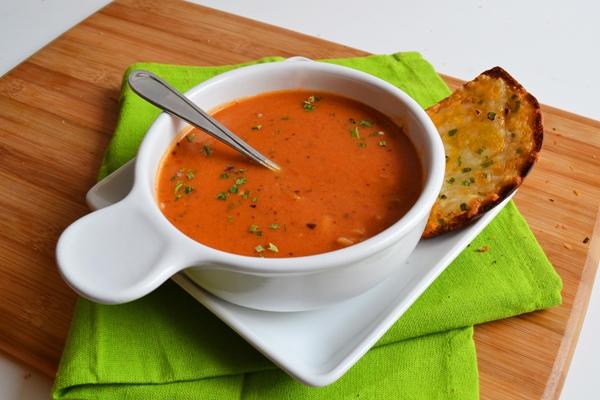 حساء الحمية بالبصل والطماطم