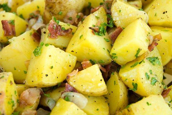 سلطة البطاطس المتبلة بالبصل الأخضر - وصفات أكل عربيه