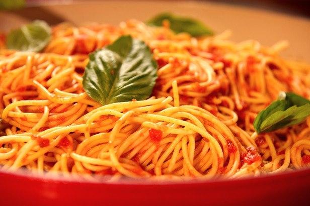 مكرونة بصلصة الطماطم والأوريجانو - وصفات أكل عربيه
