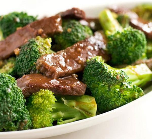 قطع اللحم بالبروكلى للدايت
