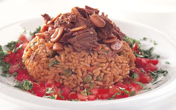 """أشهى الأطباق الخليجية """" كبسة اللحم باللوز والصنوبر"""""""