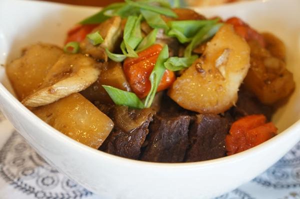 سفرة رمضان لليوم الثامن … صينية بطاطس باللحم والأرز بالمكسرات وكنافة بالشيكولاتة مع مشروب السوبيا