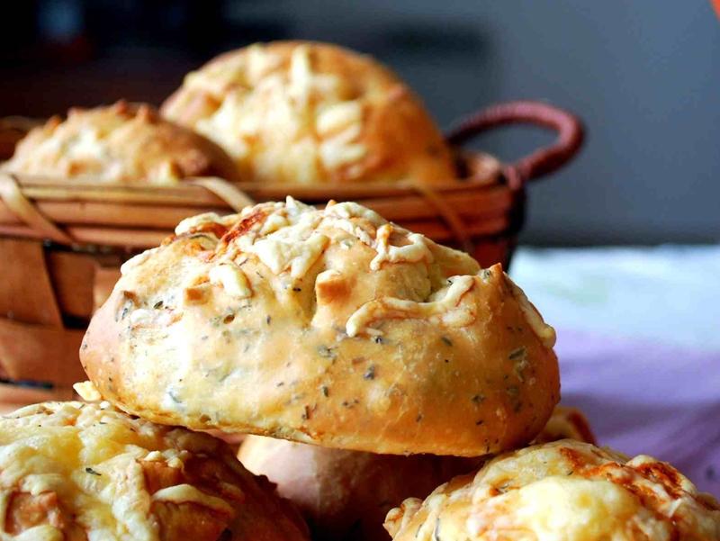 شرائح الخبز بالجبن والزعتر