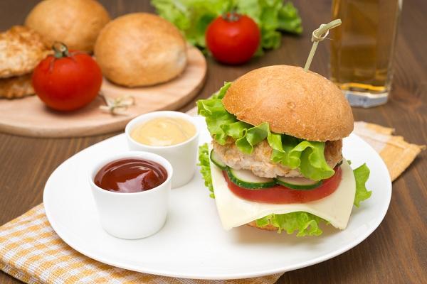 ساندويتش المدرسة .. برجر الدجاج صحي ومفيد - وصفات أكل عربيه