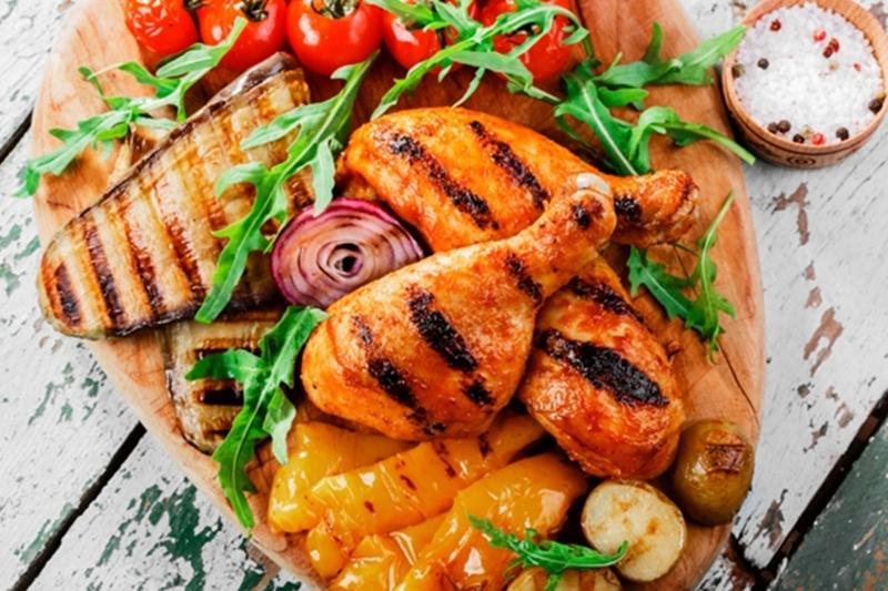 """المائدة الرمضانية لليوم الواحد وعشرون """" أوراك الدجاج وشوربة المشروم بالكريمة وبسبوسة بالتمر وفطائر متنوعة """""""