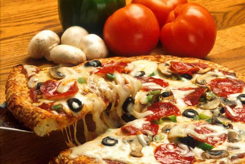 البيتزا الشهية بالمشروم وشرائح السجق - وصفات أكل عربيه