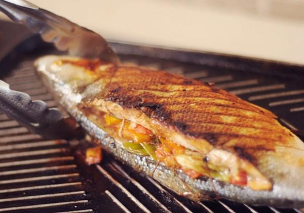 السمك المشوى بخليط التوابل والجبن - وصفات أكل عربيه