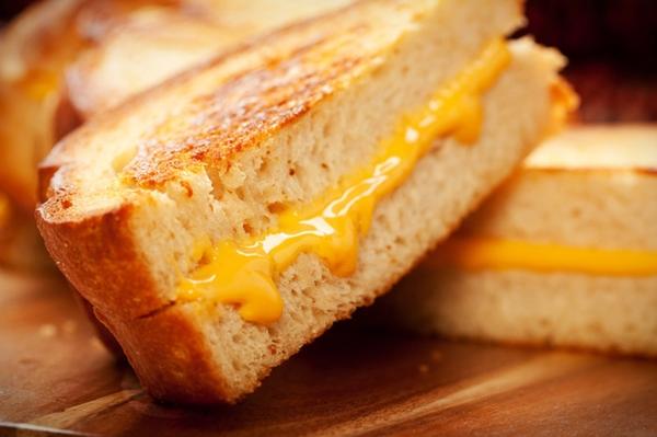 التوست المحمر بالجبن والزعتر - وصفات أكل عربيه