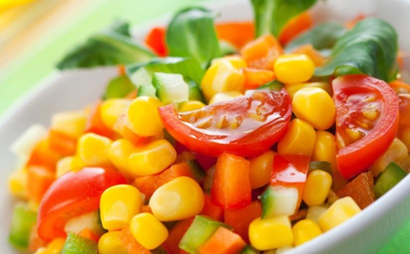سلطة الذرة بالخضراوات