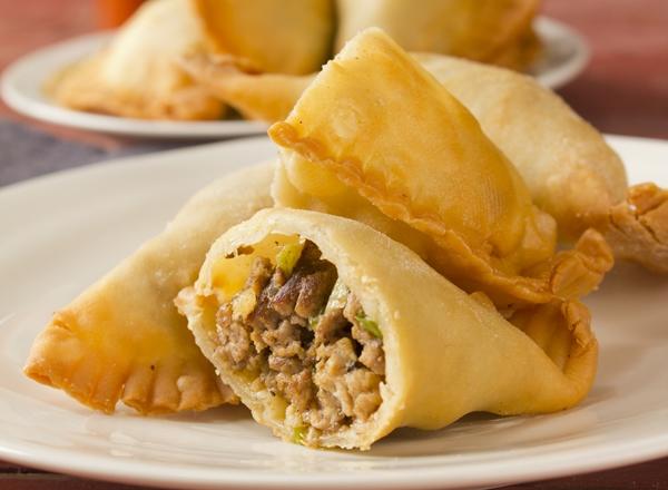 مثلثات اللحم المفروم بالصنوبر - وصفات أكل عربيه