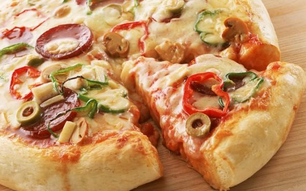 طريقة سهلة جدا للبيتزا الإيطاليانو الحارة - وصفات أكل عربيه