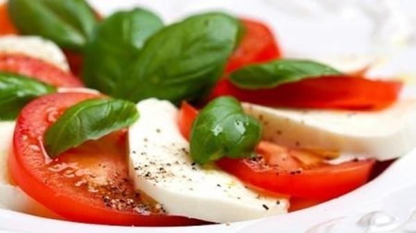 """سلطة الجبن الإيطالية """"كابريزى"""" - وصفات أكل عربيه"""