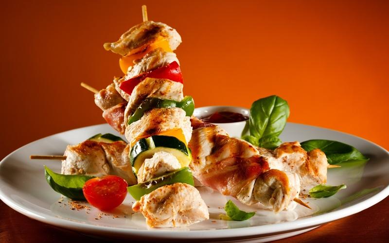 أسياخ الدجاج والخضراوات المشوية - وصفات أكل عربيه