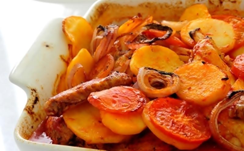 طاجن بطاطس بالصلصة مع قطع الدجاج - وصفات أكل عربيه