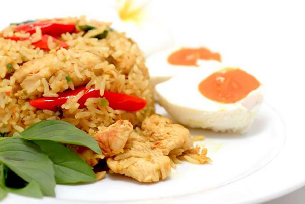 أرز بسمتي متبل بصدور الدجاج والبازيلاء - وصفات أكل عربيه
