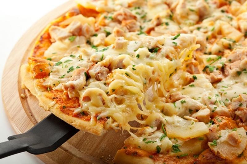 بيتزا صحية وشهية بالدجاج والموتزاريلا - وصفات أكل عربيه