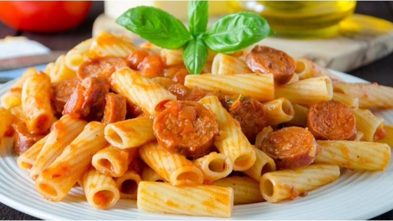 المكرونة الايطالى بالسجق والطماطم المجففة - وصفات أكل عربيه